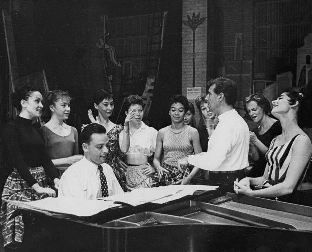 "Leonard Bernstein ensayando ""West Side Story"" en Broadway"